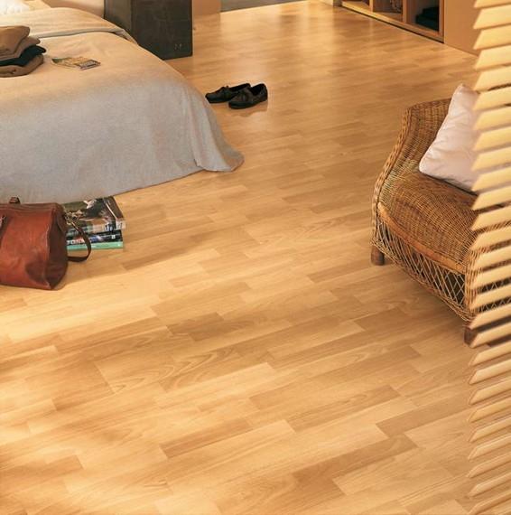 Quick step classic enhanced beech 3 strip laminate for Cheap quick step laminate flooring uk