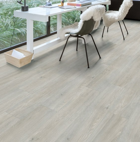 Quick step livyn balance vinyl flooring silk oak light for Quick step livyn prix
